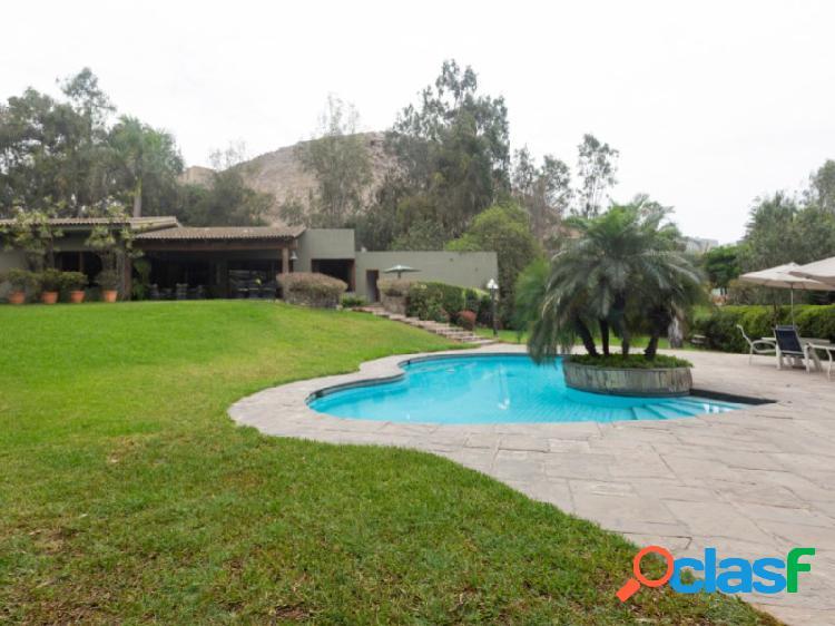 Casa en Venta en Santiago de Surco 4 dormitorios Exclusiva zona Los Granados 1