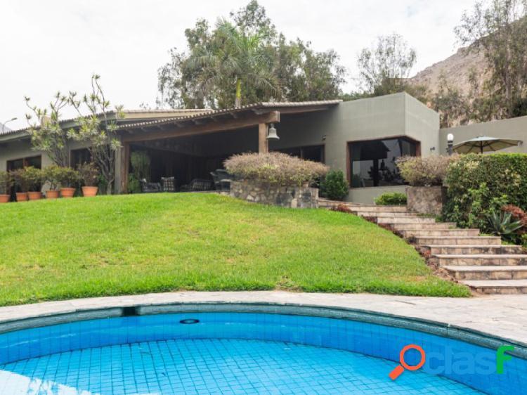 Casa en Venta en Santiago de Surco 4 dormitorios Exclusiva zona Los Granados 2