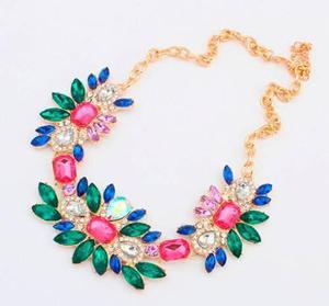 e6bd6315eb8b Maxicollar Collar Dorado Piedras Colores Fantasía Y Dijes