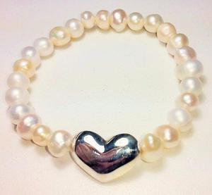1f29b0e2bf02 Pulsera de perlas de rio con centro de corazòn plata 950 en Lima ...