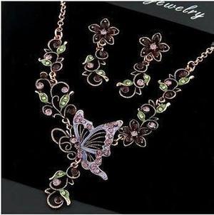 Set collar y aretes mariposa color bronce bisuteria jeans