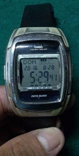 Reloj casio original en cinco idiomas y con luz nocturna