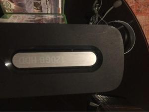 XBOX 360 ELITE 120GB + 4 MANDOS + JUEGOS + BATERIAS DE MANDO segunda mano  Lima (Lima)