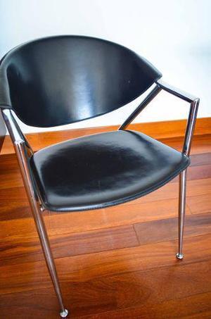 Se vende silla de cuero con base de acero inoxidable