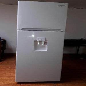 Se vende refrigeradora y horno microonda