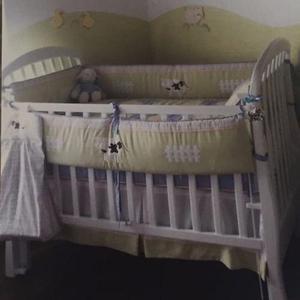 Cuna de bebe + juego de cama + colchón drimer + decoración
