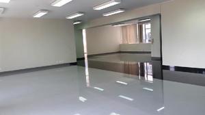 Oficina moderna pisos clasf for Recepcion oficina moderna