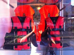 Chalecos salvavidas,botes inflables, aletas,máscaras