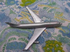 Mundo vintage: antiguo avion boeing 747 metal aluminio