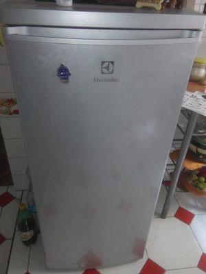 Vendo refrigeradora electrolux 210 litros por viaje con su b