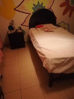 Vendo ropero velador clasf for Juego de dormitorio usado
