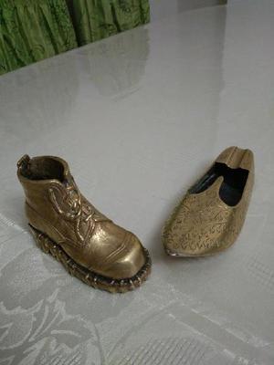 Escultura de bronce macizo zapato y bota