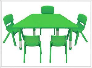 Mesa para 5 niños que al unirlas crean formas en lima