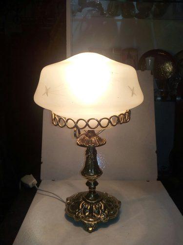 Lampara de bronce de mesa labrada pantalla decorada pavonada