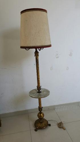 Antigua lampara de pie de bronce y marmol