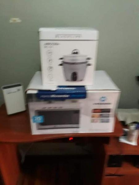 Combo horno microondas y arrocera nuevos