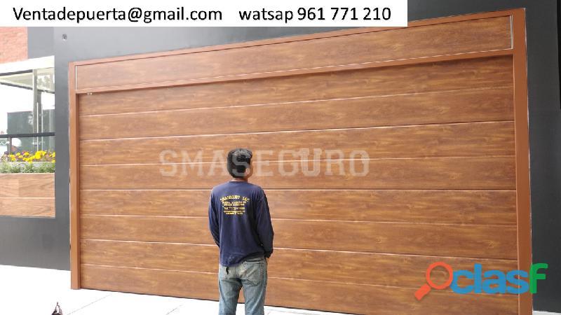 Modelo de puerta de garaje con sistema moderno seccional