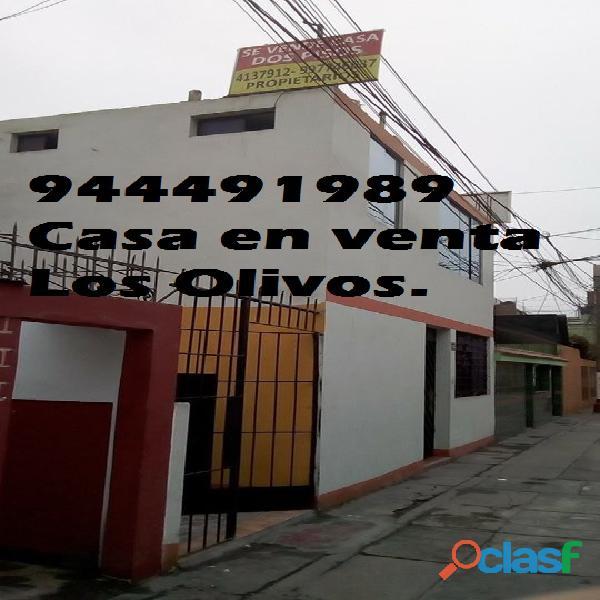 Se vende casa en distrito de los olivos