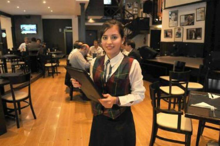 Joven Azafata Restaurante Cafe