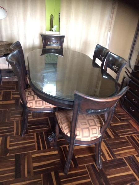 Juego de comedor de caoba mesa y vitrina