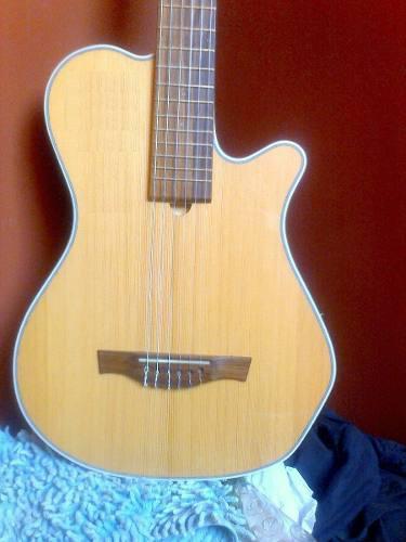 Guitarra modelo godin solida electroacústica