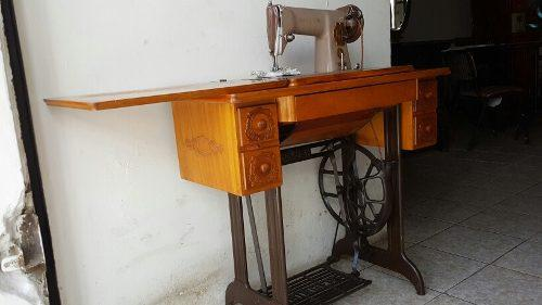 Maquina de coser singer funcionando