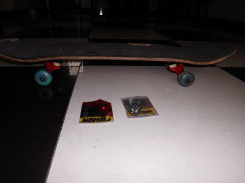 Skate completo 80 soles ! en buen estado y estoboles nuev