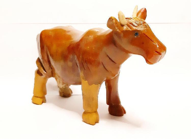 Vaca de piedra color ámbar