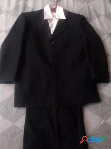 Se vende ternos talla 12 y talla 16 negro completo