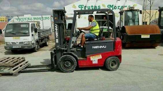 Vendo montacargas electrico japones marca nichiyu del 2012