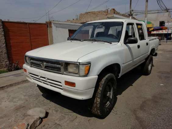 Toyota hilux año 95 4x4 en lima
