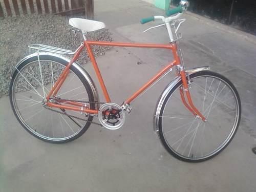 Bicicleta vintage color naranja