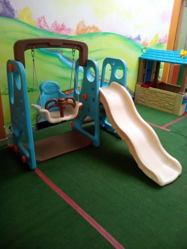 Juegos infantiles resbaladera con columpio