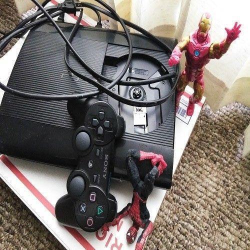 Playstation 3 superslim 500 gb con 35 juegos incorporados