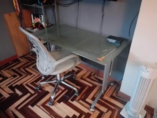 Escritorio +silla giratoria alta