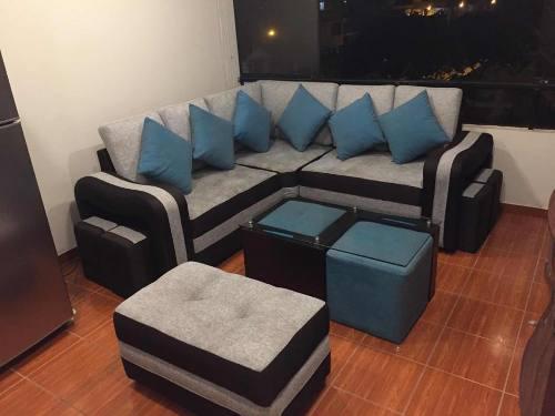Juego de muebles con mesa de centro, puff (negociable)