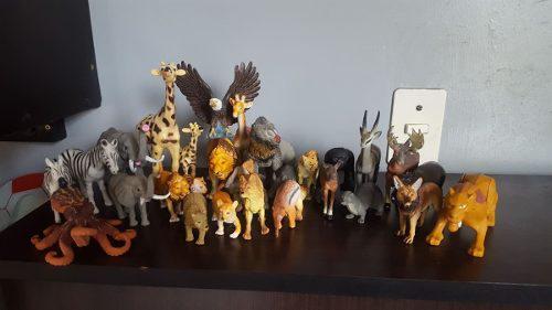 Animales de juguete y juguetes variados