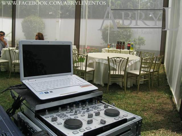 Alquiler de cabina de dj, deejay y luces para fiestas y