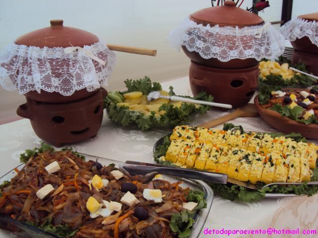 Buffets criollos en ollas de barro