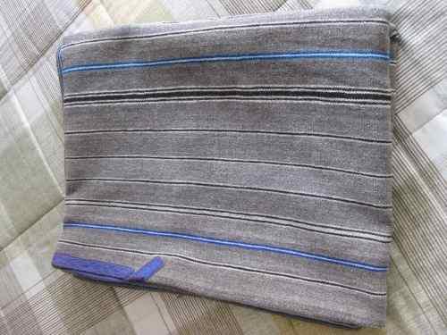 Poncho plomo claro de lana de alpaca / tejido a mano