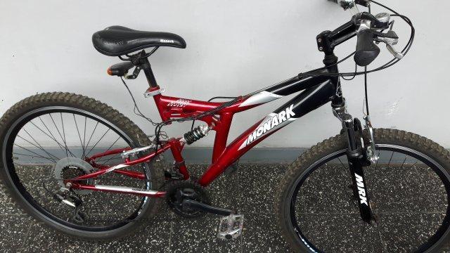 Vendo bicicleta monark dakar desert aro 26 rojo/negro