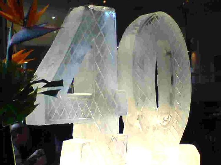Esculturas en hielo, logotipos, letras y numeros en hielo,