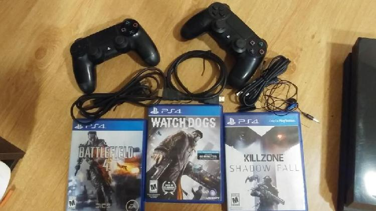 Ps4 playstation 4 con 2 mandos y 3 juegos