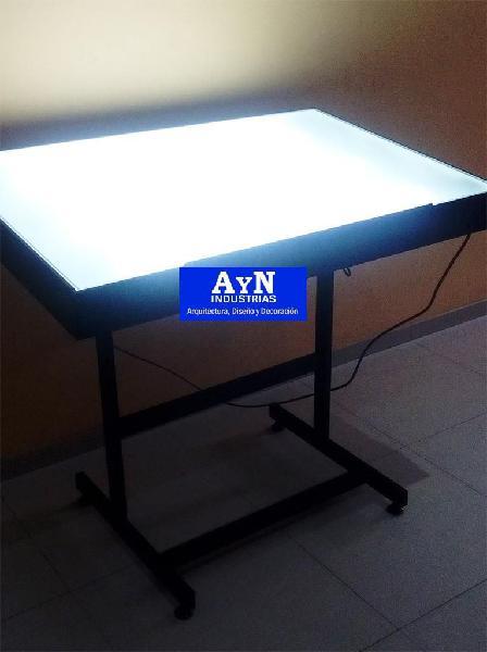 Mesas o tableros de dibujo con iluminación led