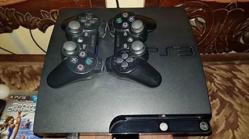 Playstation 3 160 gb. + 2 mandos y cámara + 3 juego