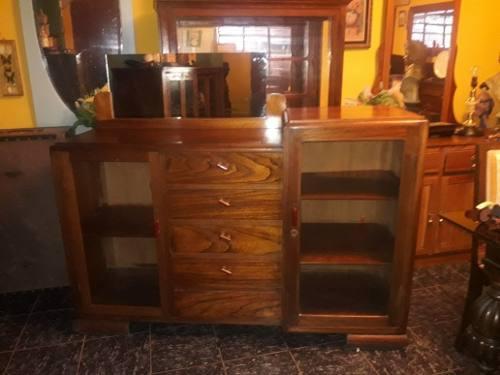 Mueble aparador antiguo de cedro
