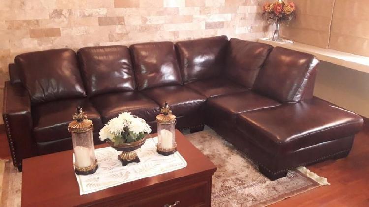 Mueble seccional de cuero genuino marca verdi