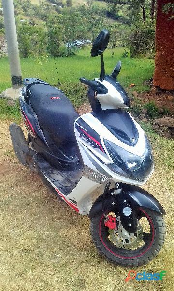 Vendo moto scooter nitrox blanca. zongshen 150 cc.