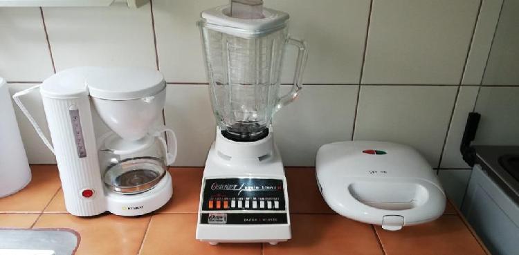 Combo de cafetera (imaco), licuadora (osterizer) y