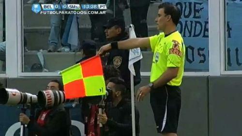 Banderín juez de linea arbitro futbol